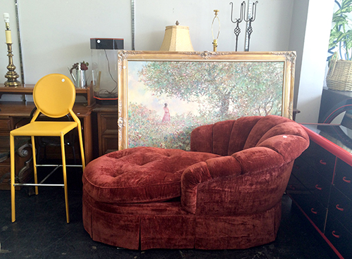 Second hand furniture first class finds national for 2nd hand chaise longue